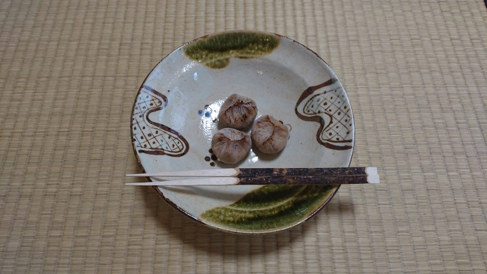 今日のお菓子は栗茶巾